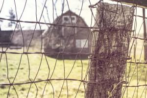 countryside-house-farm-fence